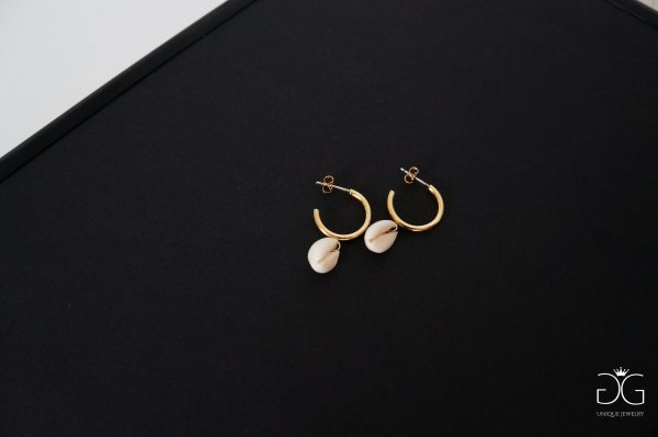 GG UNIQUE MINIMAL STYLE HOOP EARRINGS WITH SEA SHELLS